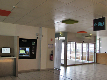 automated-teller-machine-rennes-airport