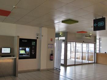 distributeur-billets-bnp-aeroport-rennes